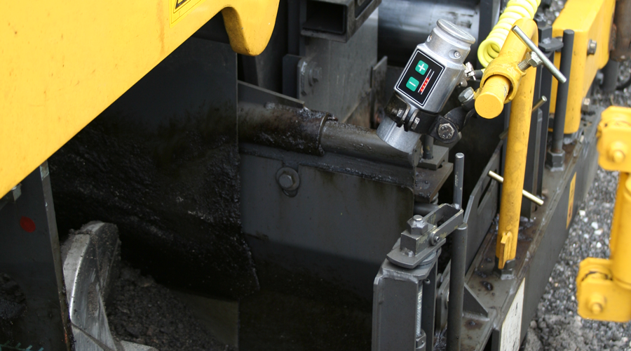 AC700 Material sensor - Material Controller on Bomag paver